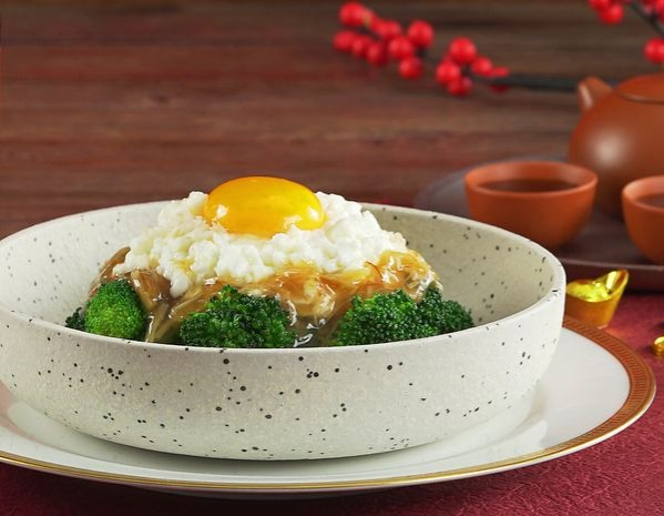 Stir-fried milk and egg white with crab meat
